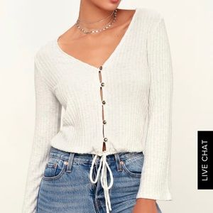 JAIDRA IVORY BUTTON-FRONT BELL SLEEVE TOP